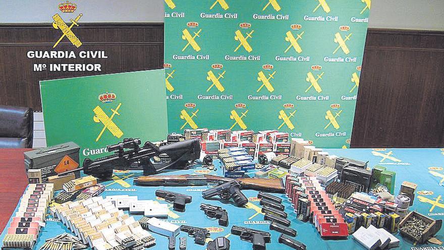 Cae una mafia que vendía a narcos armas 'fabricadas' en un taller casero de Monforte