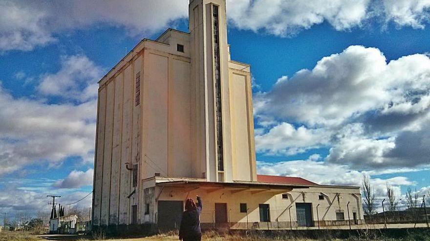 El Ministerio de Agricultura subasta dos silos en Benavente y Barcial