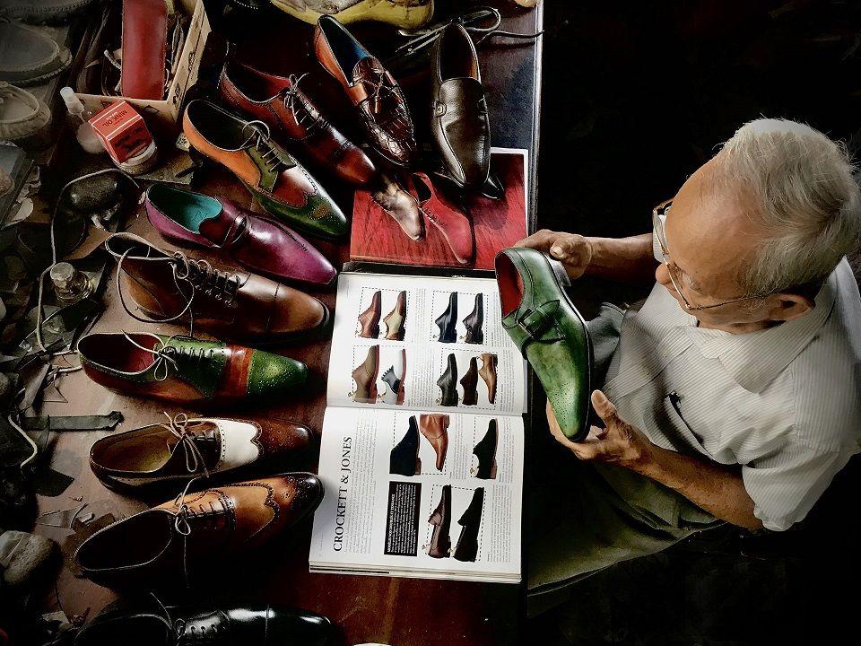 "Primer Premio Movil ""90 years old shoemaker"". Viet Van Tran.Vietnam .jpg"