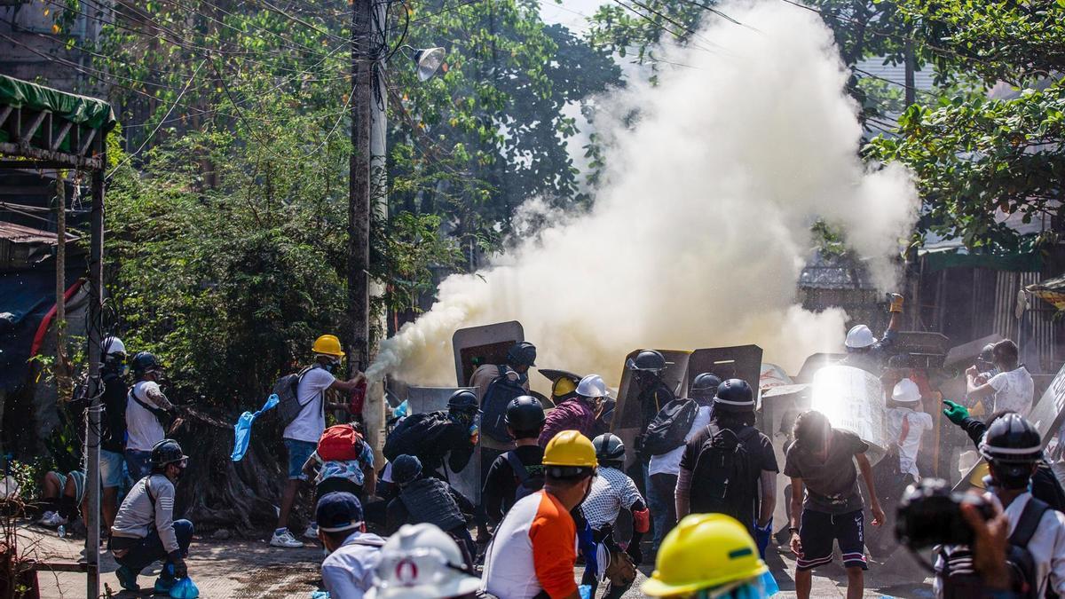 Represión de las protestas en Rangún.