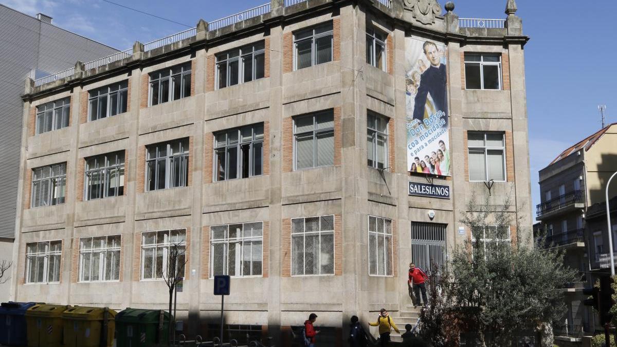 Fachada del colegio Salesianos de Vigo. // Alba Villar