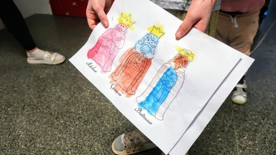 Los Reyes Magos ilusionan con su visita a La Candelaria