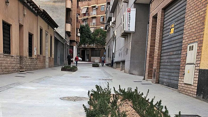 Descontento vecinal tras la reforma en San Vicente del vial Manuel de Falla