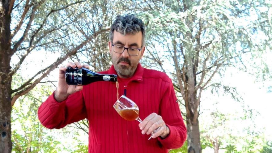 La primera cerveza tostada elaborada con mirabel se fabrica en O Rosal
