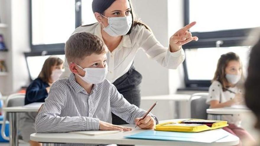 La mayoría de las autonomías mantienen los profesores de refuerzo, aunque bajan un 17%