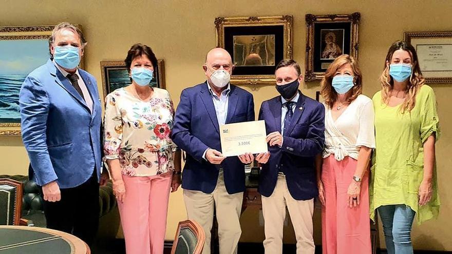 Bidafarma dona 3.500 euros a la obra social de la Hermandad de la Paloma