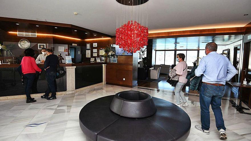 Los principales hoteles de Sanxenxo llenan en el puente con un turismo de proximidad