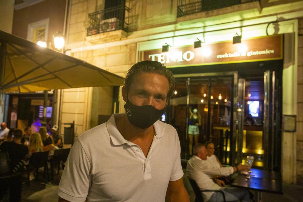 """Las dudas de los negocios y de los clientes marcan la primera jornada del aumento de las restricciones en la Comunidad Valenciana en la lucha """"nocturna"""" contra el coronavirus"""