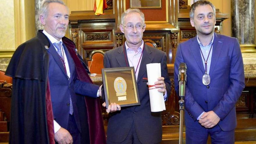 Ángel Carracedo ingresa en la Orden de Caballeros de María Pita