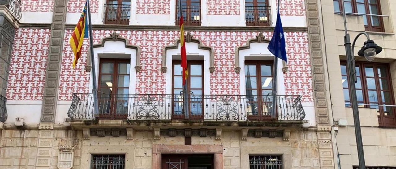 Una imagen de la fachada del Ayuntamiento de Crevillent