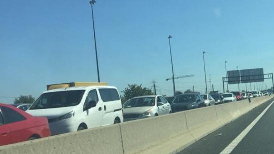 Un accidente en la CV-35 provoca retenciones en Paterna