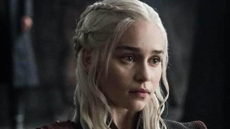 Emilia Clarke confessa que HBO amaga als actors el final de «Juego de tronos»