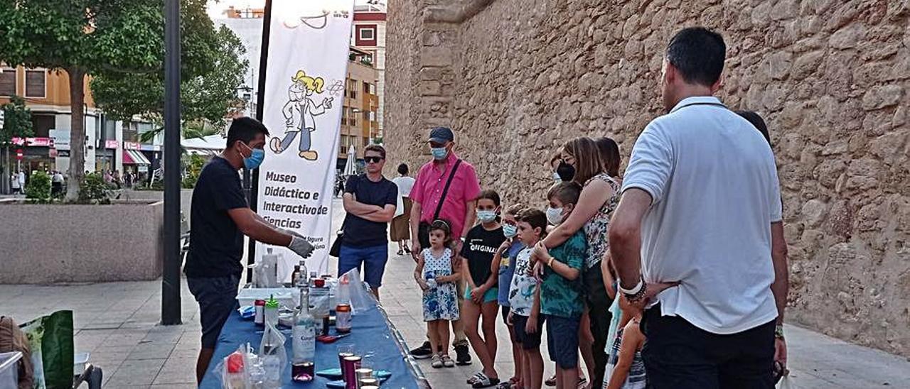 Experimentos para niños por el Mudic en Santa Pola
