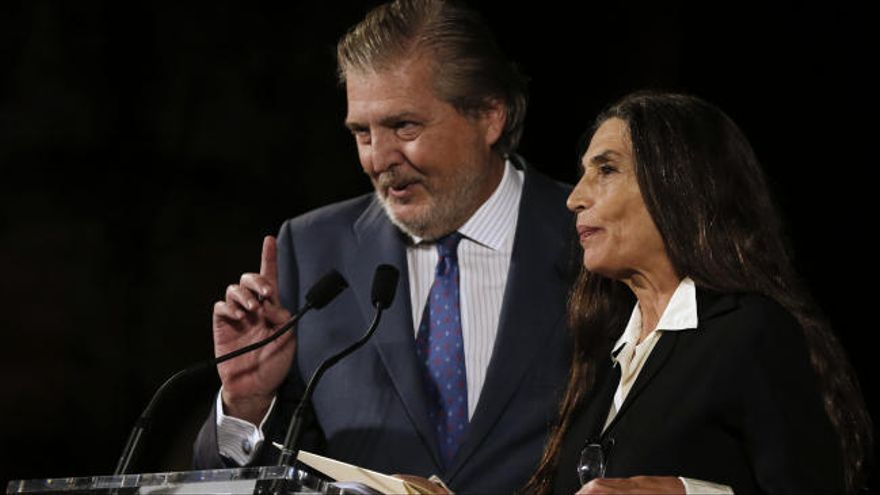 Ángela Molina y Méndez de Vigo cantan a dúo a Aute