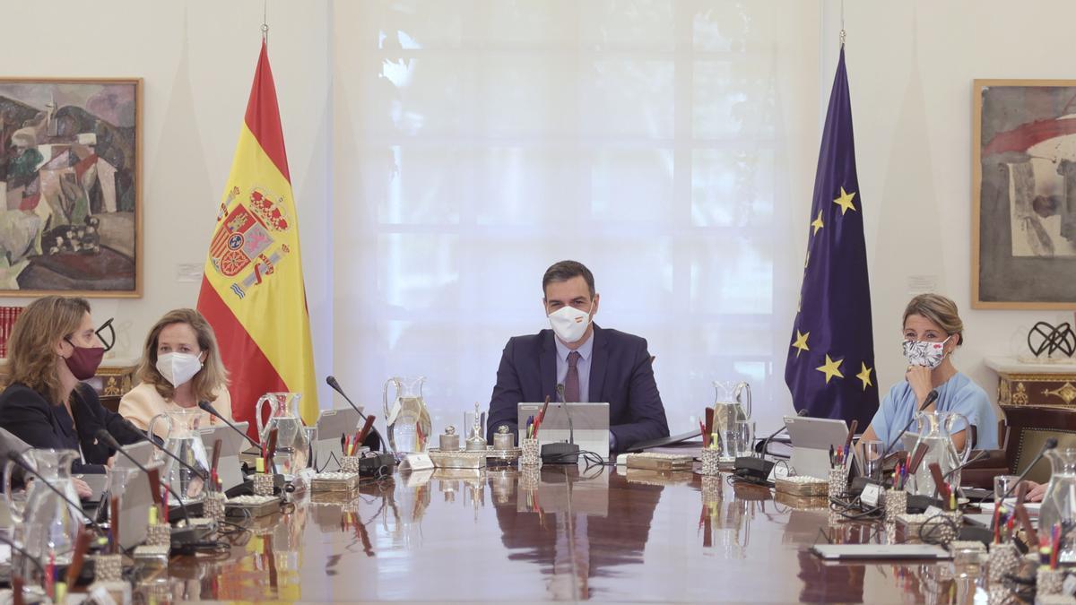 Pedro Sánchez preside una reunión del Consejo de Ministros