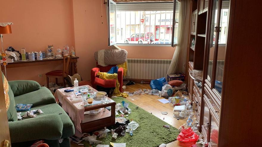 Desalojan a unos okupas que dejaron el piso lleno de basura y excrementos en Zamora