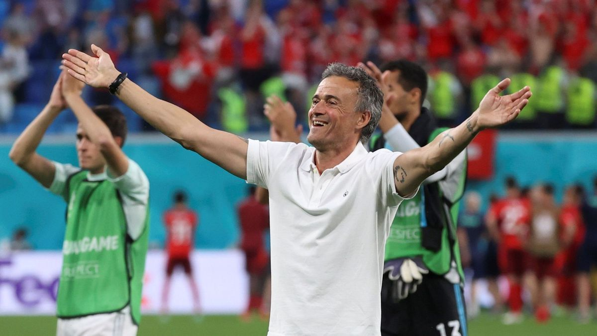 Luis Enrique celebra el pase a semifinales ante Suiza.