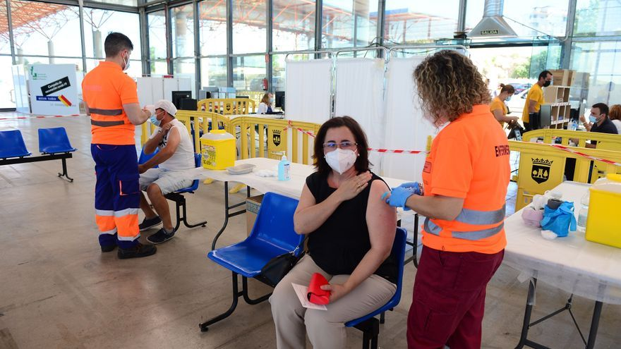 Plasencia vacuna a 76 estudiantes que se van de Erasmus