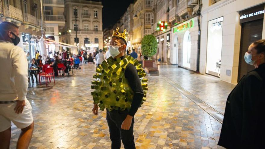 El disfraz de coronavirus, estrella en el Halloween más atípico de la Región