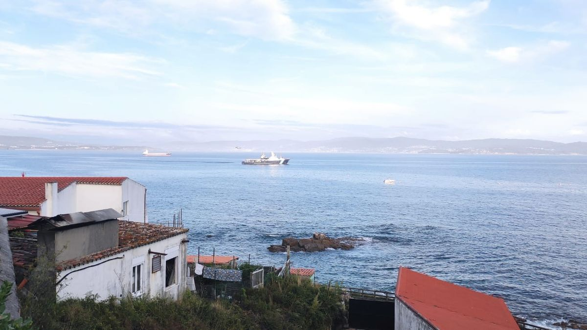 Una estampa de los buques de Aduanas desde la Illa de Ons.