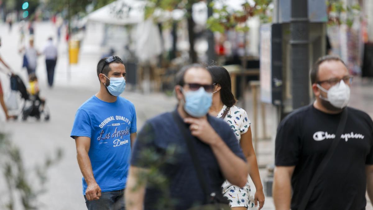 Ciudadanos con mascarilla