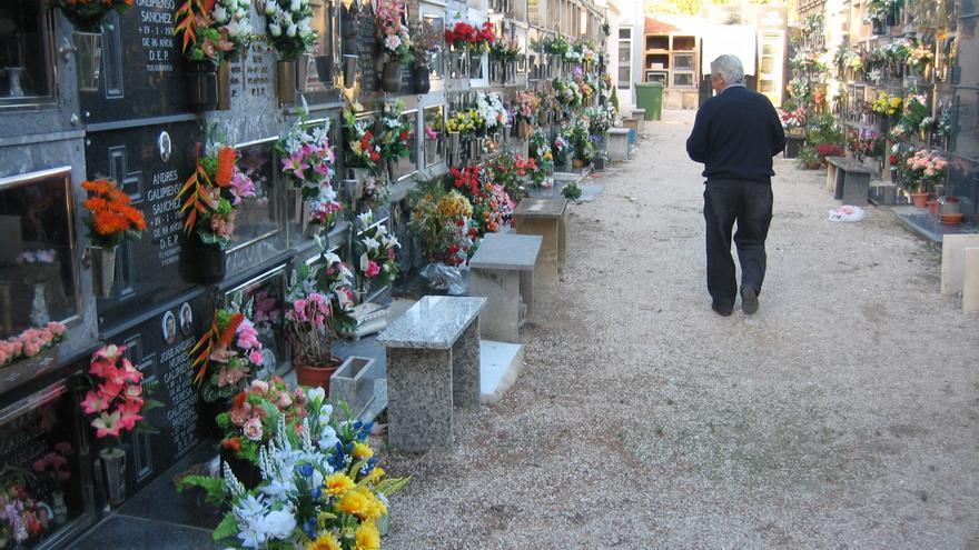 Crevillent tomará la temperatura y restringirá a una hora las visitas al cementerio