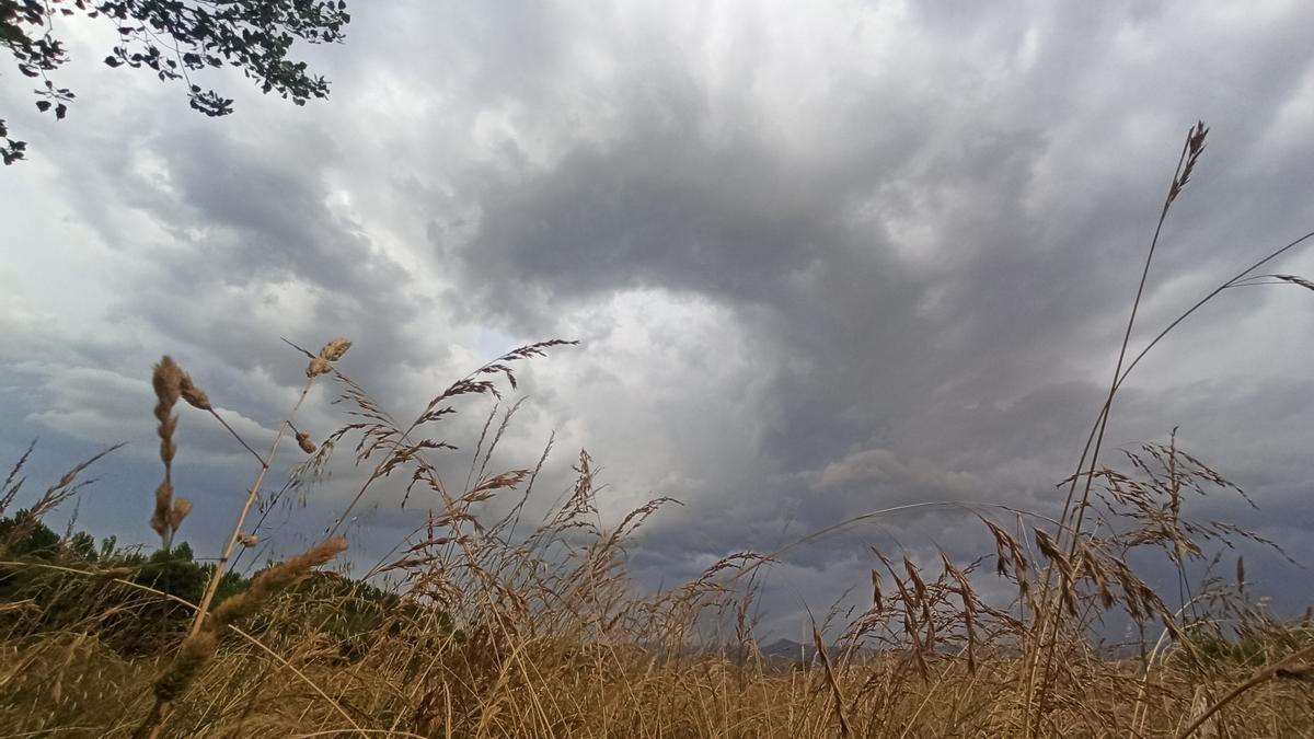 Nubes de tormenta en El Bierzo.