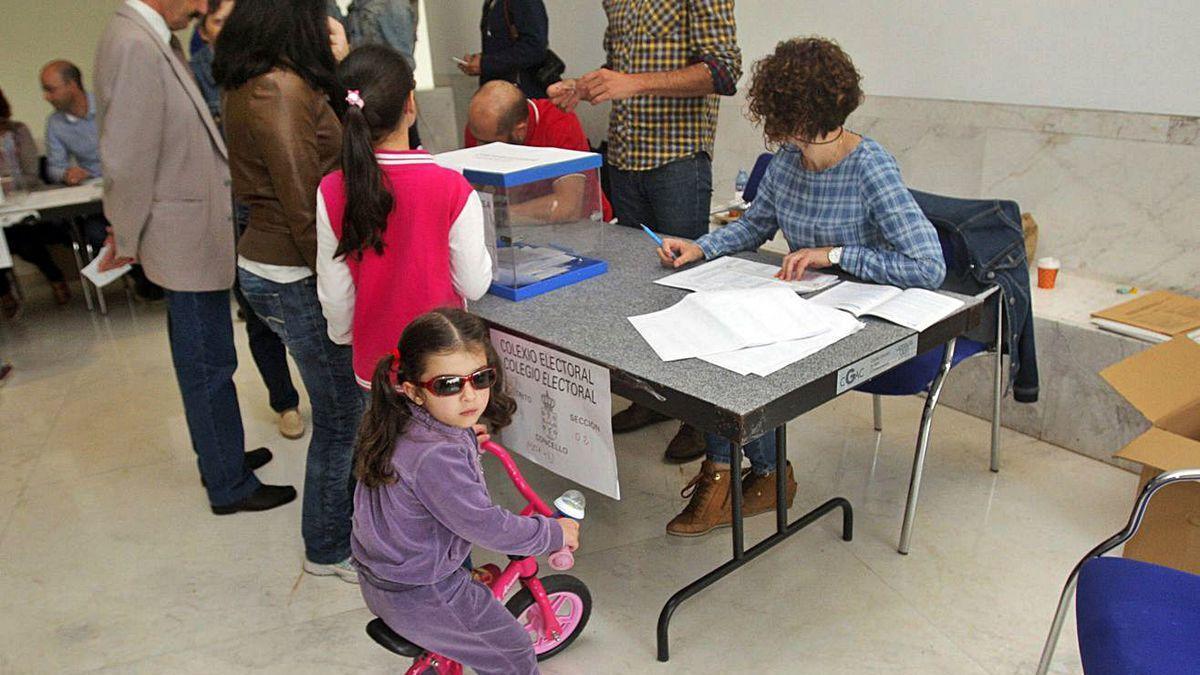 Colas para votar en las autonómicas de 2016.