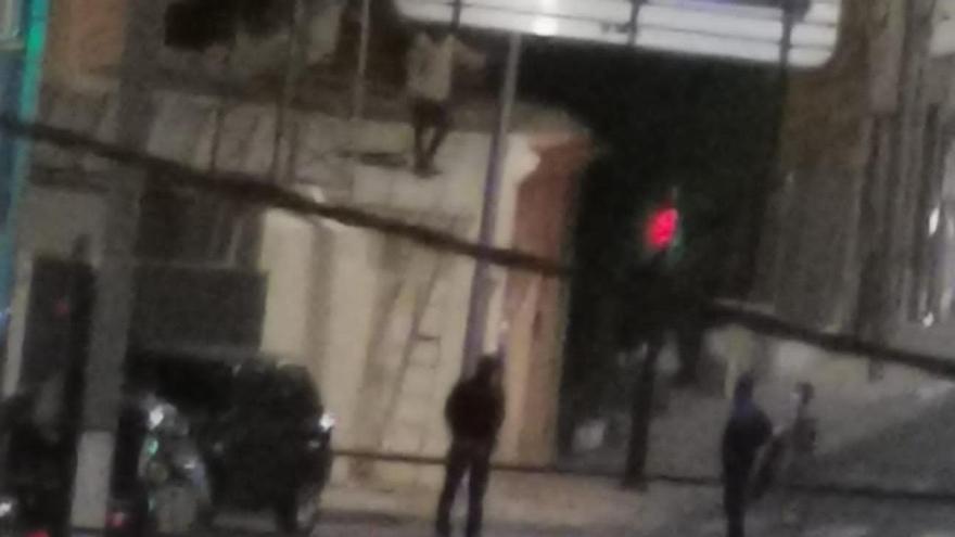 Un intento de suicidio deja sin luz a Nonduermas y a La Raya durante varias horas