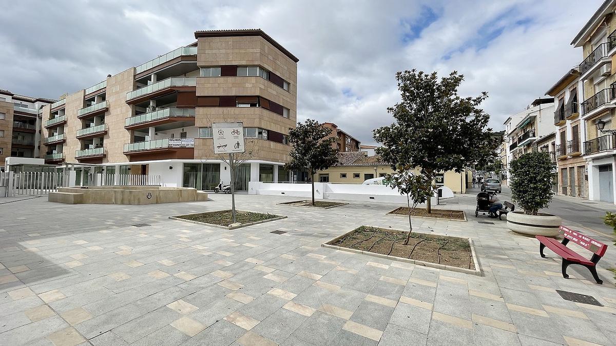 La plaza está situada junto a la calle Picadero
