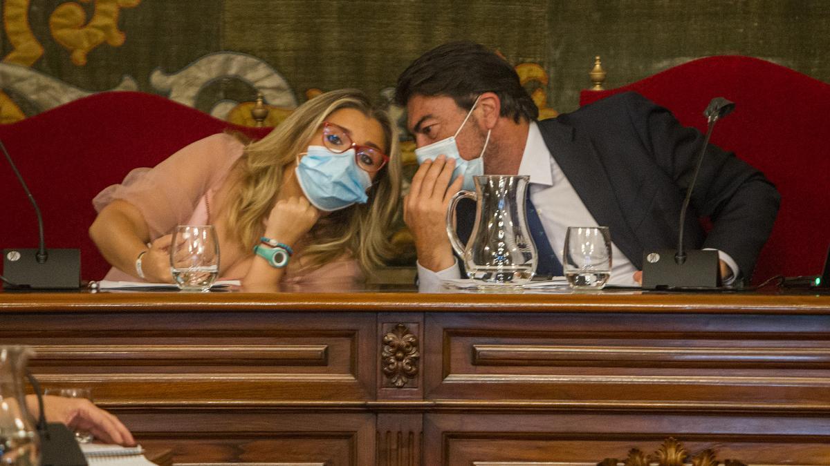 La vicealcaldesa Sánchez y el alcalde Barcala, en un reciente pleno