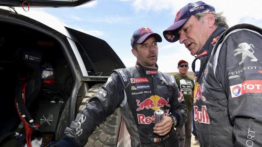 Carlos Sainz recorta distancias en la séptima etapa del Dakar