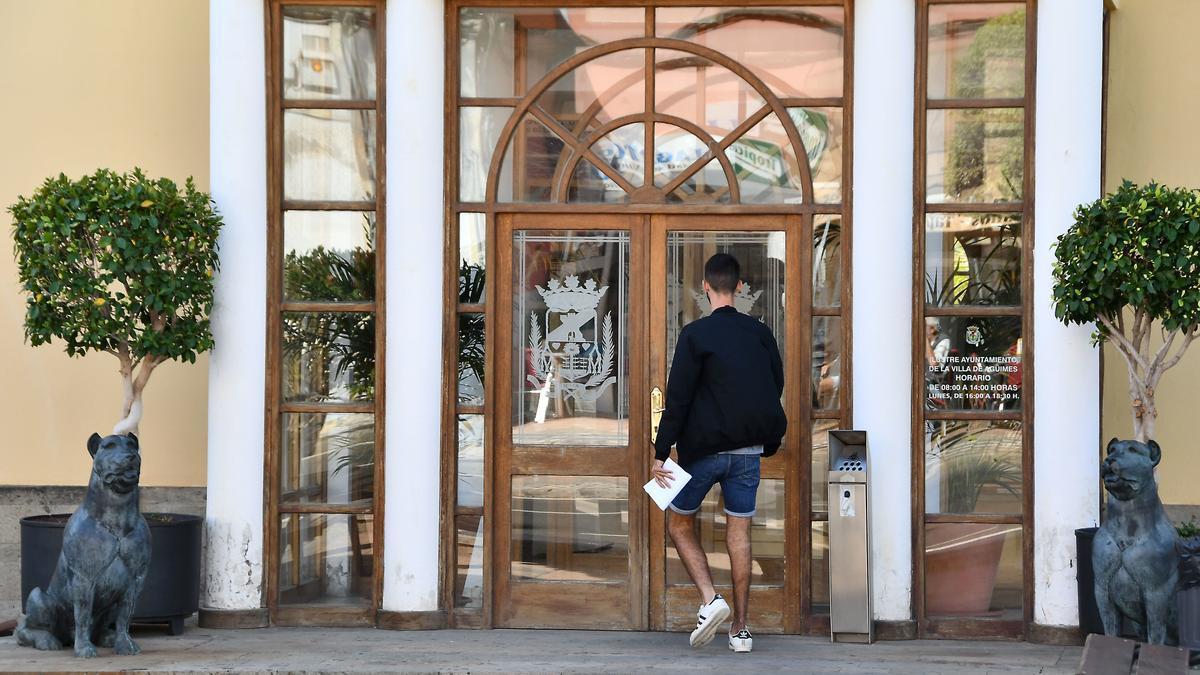 Puerta de entrada al Ayuntamiento de Agüimes
