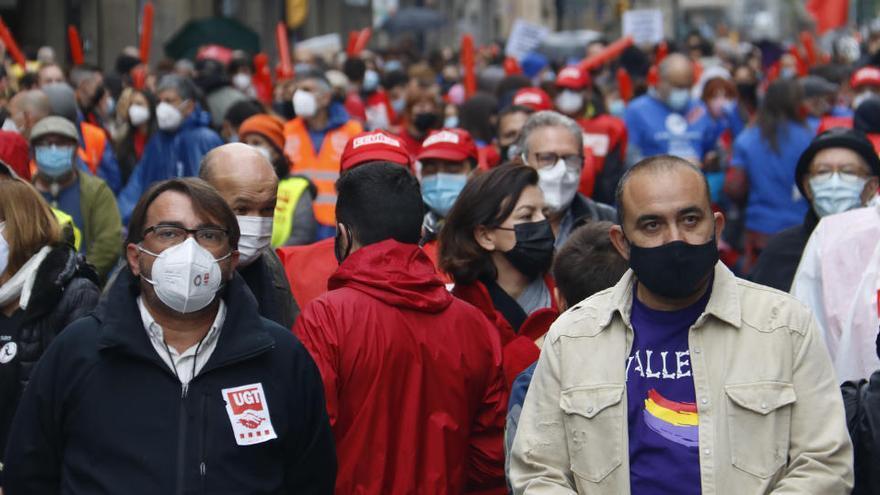 1 de Maig | Centenars de persones reclamen una sortida «justa» a la crisi