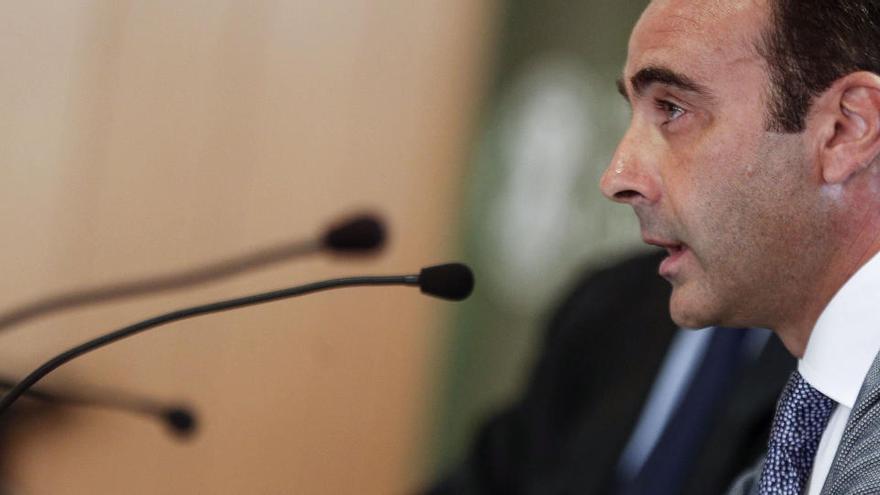 """Enrique Ponce admite que está """"desbordado"""" y anuncia demandas"""
