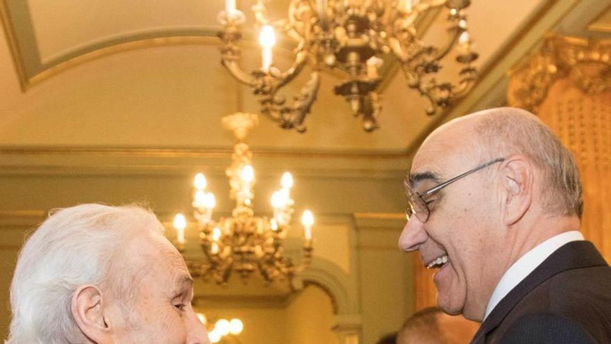 Josep Carreras recibe el premio que Oviedo desterró