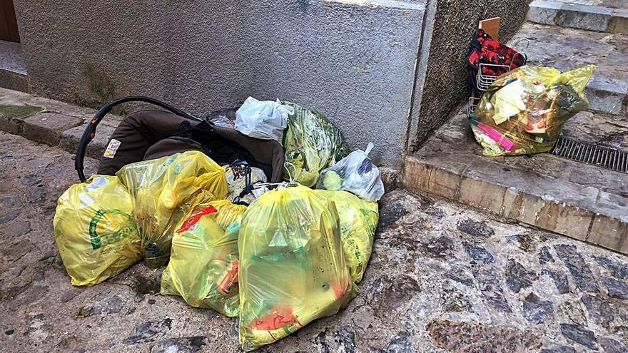 Botiguers i veïns de Berga exigeixen mesures per acabar amb la brutícia