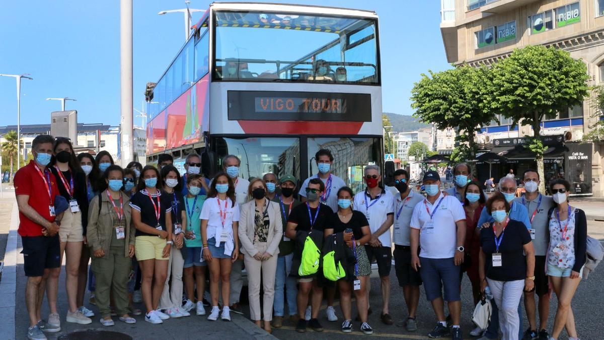 La concejala de Turismo recibió a los regatistas.