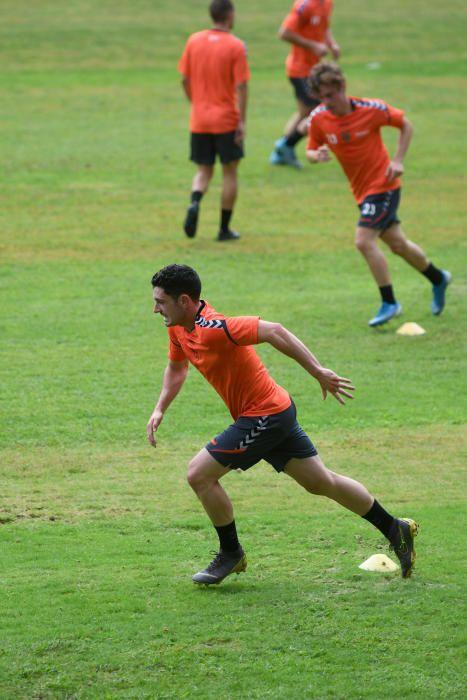 Máxima intensidad y cero contacto en la vuelta al trabajo del Pontevedra CF