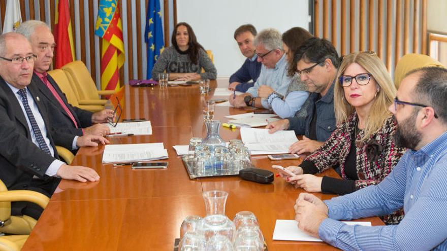 Concejales y funcionarios, convocados a la comisión que investiga irregularidades en contratos de Vivienda