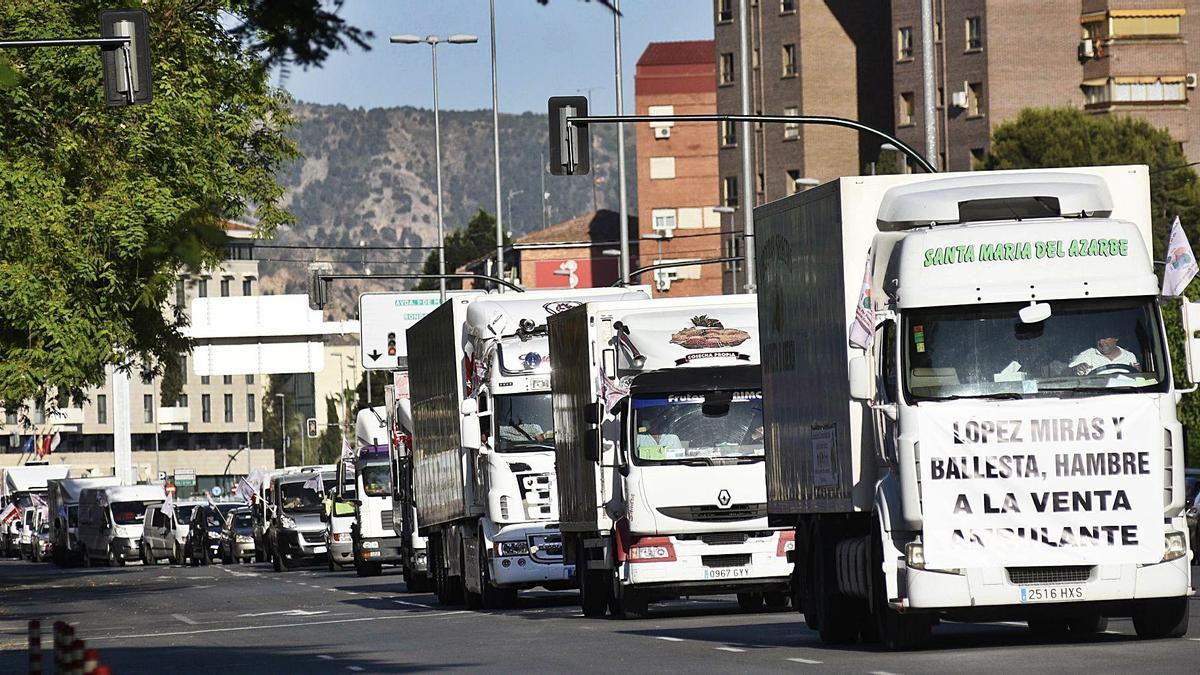 La última protesta de los vendedores movilizó a mil vehículos.