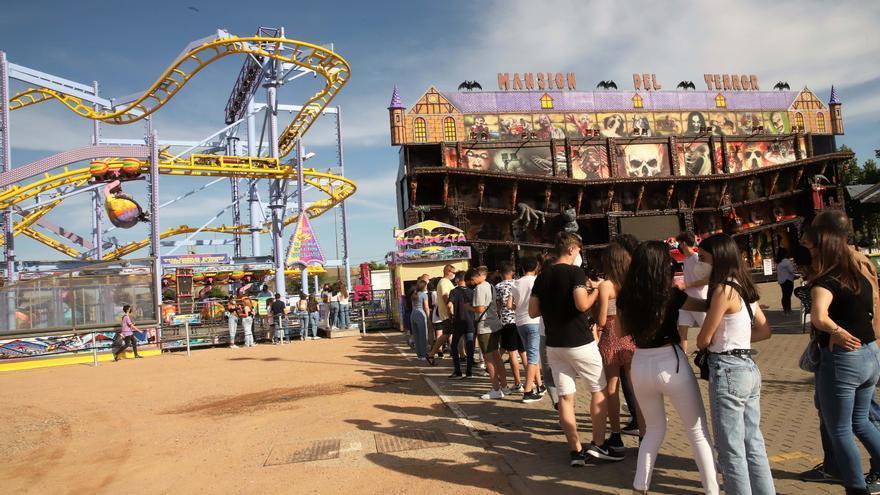 Así es el parque de atracciones de El Arenal por el mayo cordobés