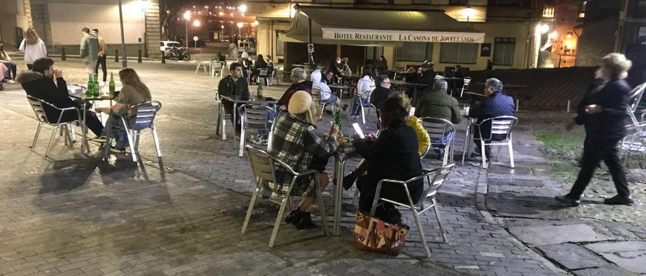 Ambiente de una terraza en Gijón | Ángel González