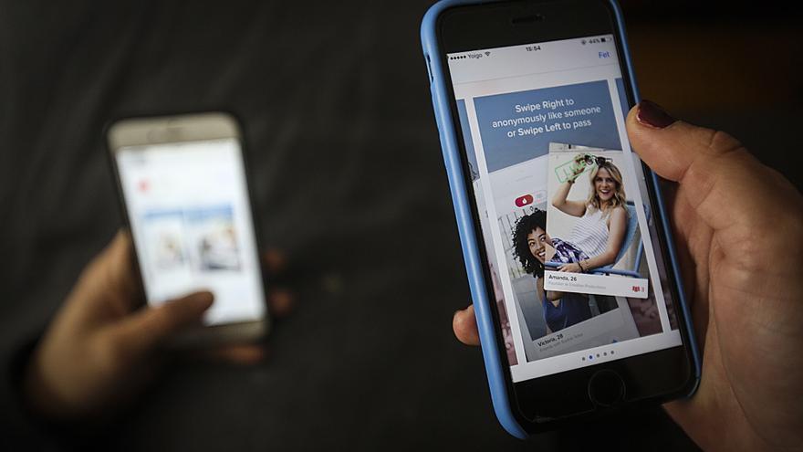 Ligar desde la oficina: Tinder relanza su 'modo trabajo'