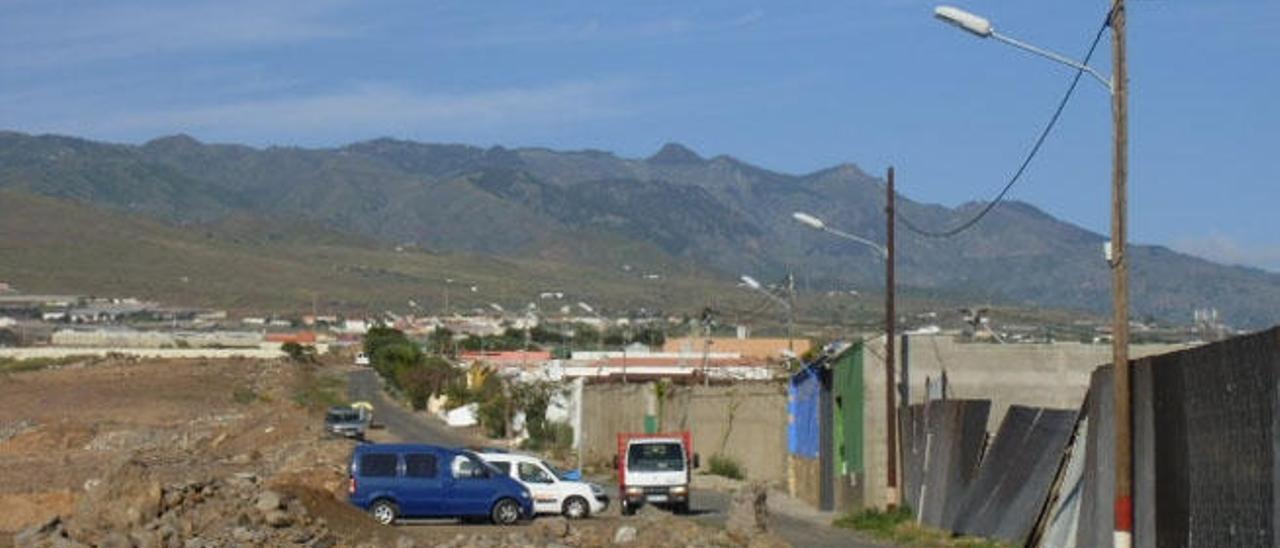Vista de una de las calles de Cruz de Jerez, con las nuevas farolas.