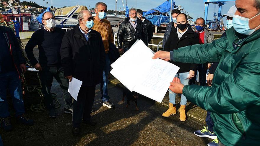 Marineros jubilados se oponen a quedarse sin el pantalán que Robaleira quiere gestionar