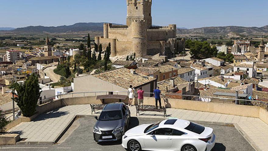 Lexus pone en marcha a sus híbridos para hacer la Ruta de Castillos del Vinalopó