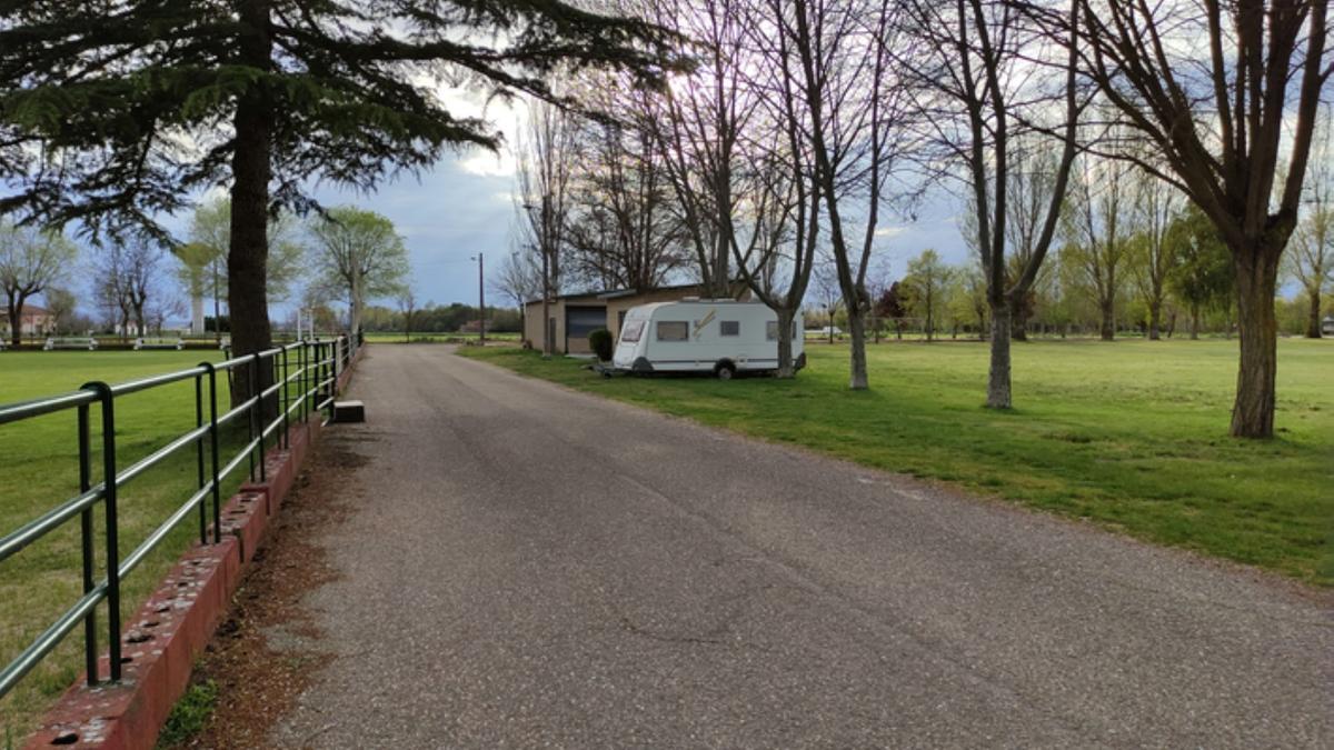 Una caravana en la zona de Santa Croya de Tera, esta semana. / E. P.
