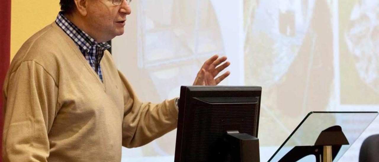 Antonio Lecuona durante su conferencia, ayer, en la Escuela Politécnica de Gijón.