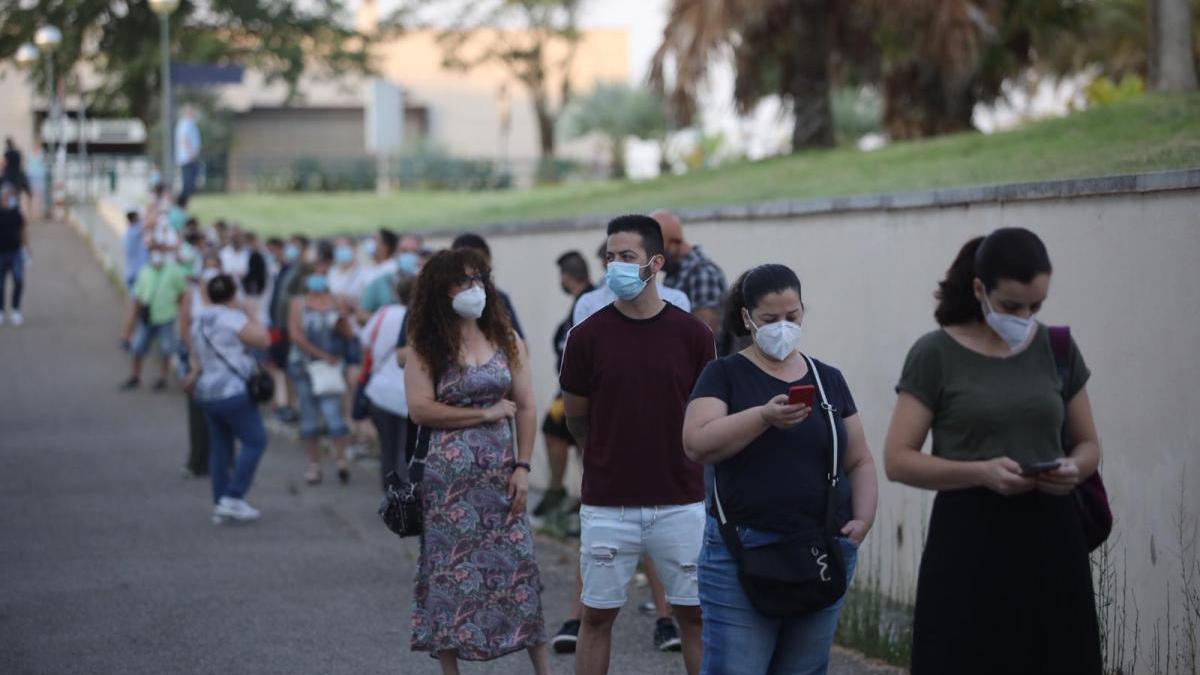 Unos 6.000 aspirantes a 32 plazas de Sadeco se examinan en 16 sedes